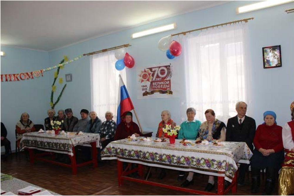 Ветеранов Насыпного и Южного поздравили с Крымской весной
