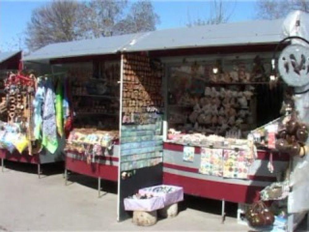 В Феодосии стартует сбор подписей в пользу решения о переносе сувенирных точек с набережной