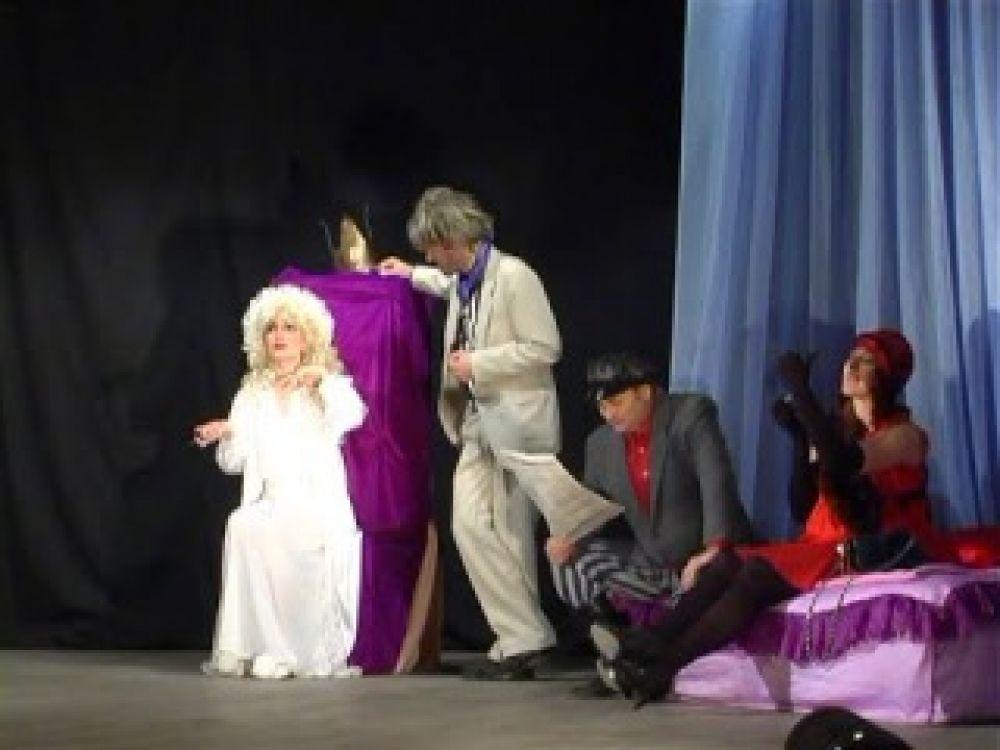 Феодосийский театр «Парадокс» открыл театральный сезон