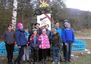 Феодосийские школьники приняли участие в открытии памятника партизанам в Белогорском районе