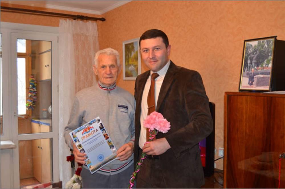 Освободитель Крыма из Феодосии Леонид Коган отметил 90-летие