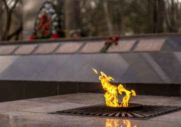 «75 лет Битвы за Москву»: Станислав Крысин вручил феодосийским ветеранам-участникам этих боев памятные нагрудные знаки
