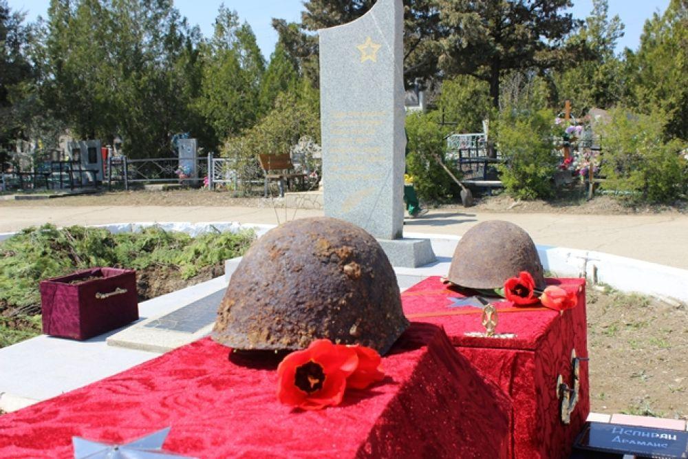 Феодосийской земле предали останки тринадцати солдат