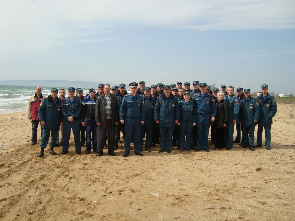 В Феодосии прошла Всероссийская акция МЧС России «Чистый берег».