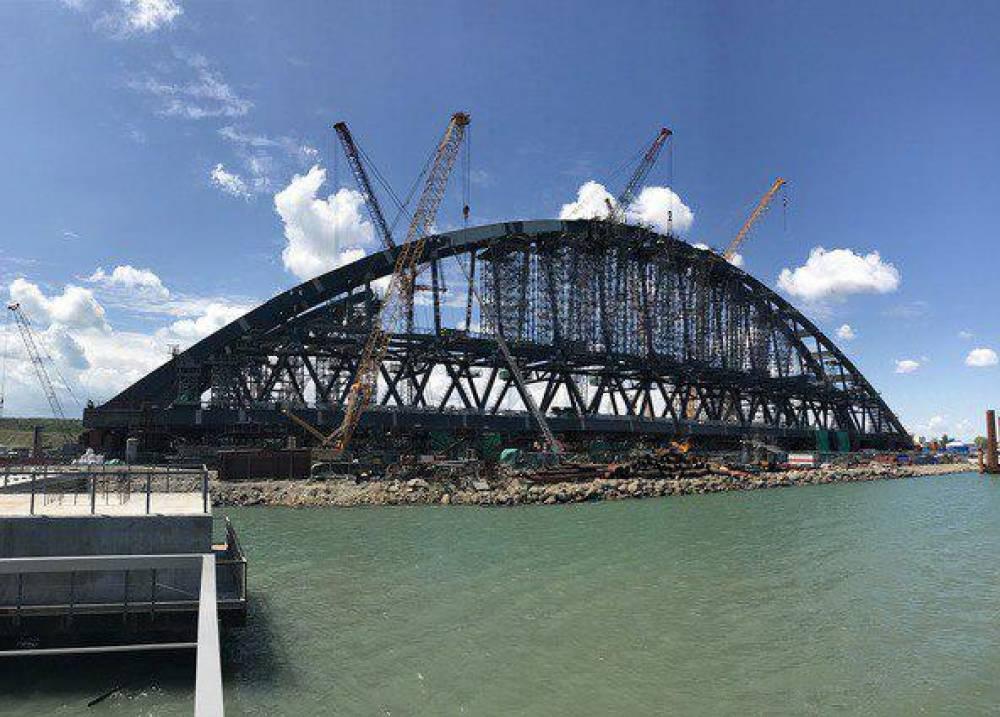 Строители завершили монтаж железнодорожного арочного пролёта Крымского моста