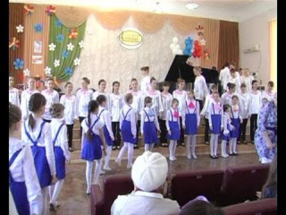 Поющая юность Феодосии: в первой музыкальной школе провели концерт, посвящённый празднику Победы