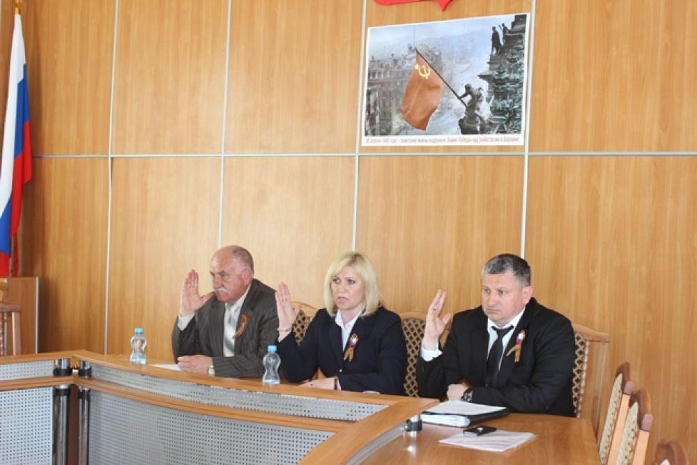 Знаки отличия Феодосийского городского совета вручат двум ветеранам