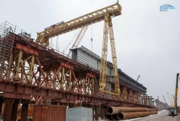 Началось сооружение морских пролетов Крымского моста под железную дорогу (ФОТО)