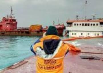 Спасатели меняют тактику извлечения остатков топлива с аварийного сухогруза «Берг»