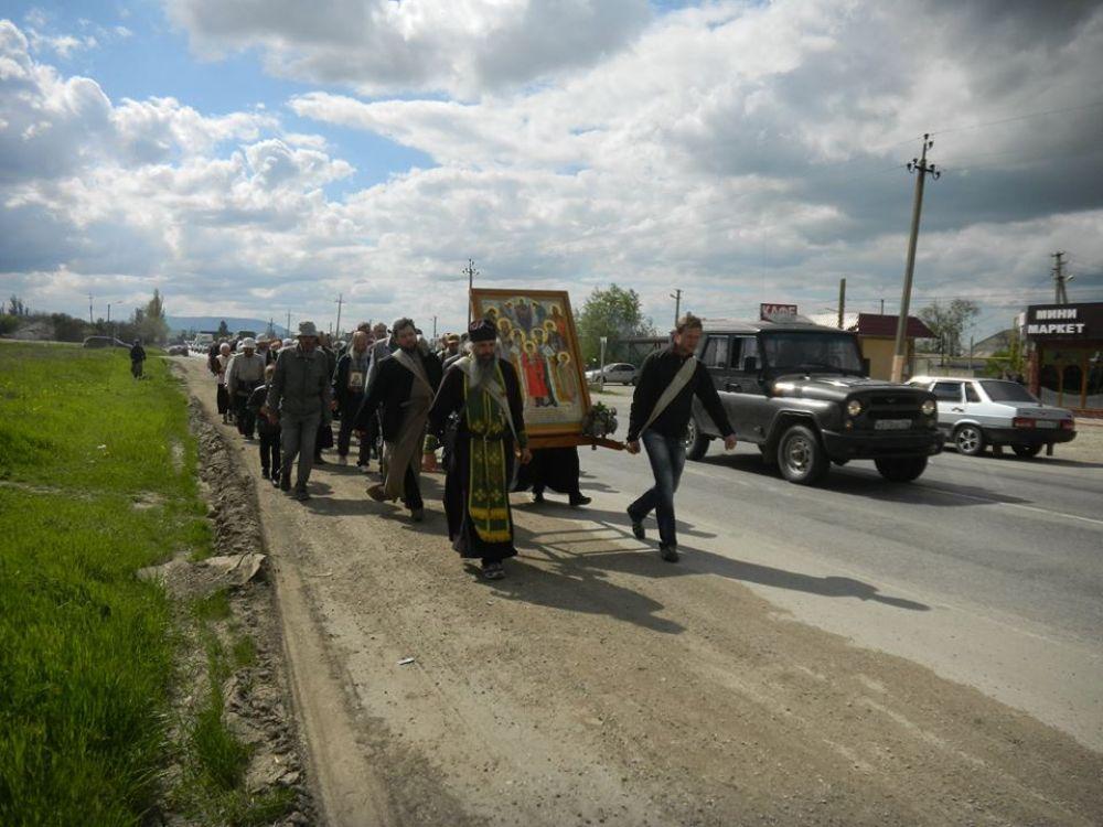 В Крыму стартовал пеший крестный ход, участники которого планируют пройти до Смоленска