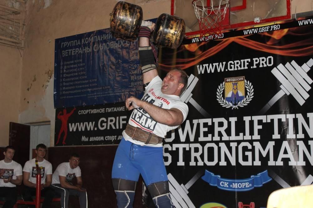 В Феодосии состоялся первый чемпионат города по пауэрлифтингу