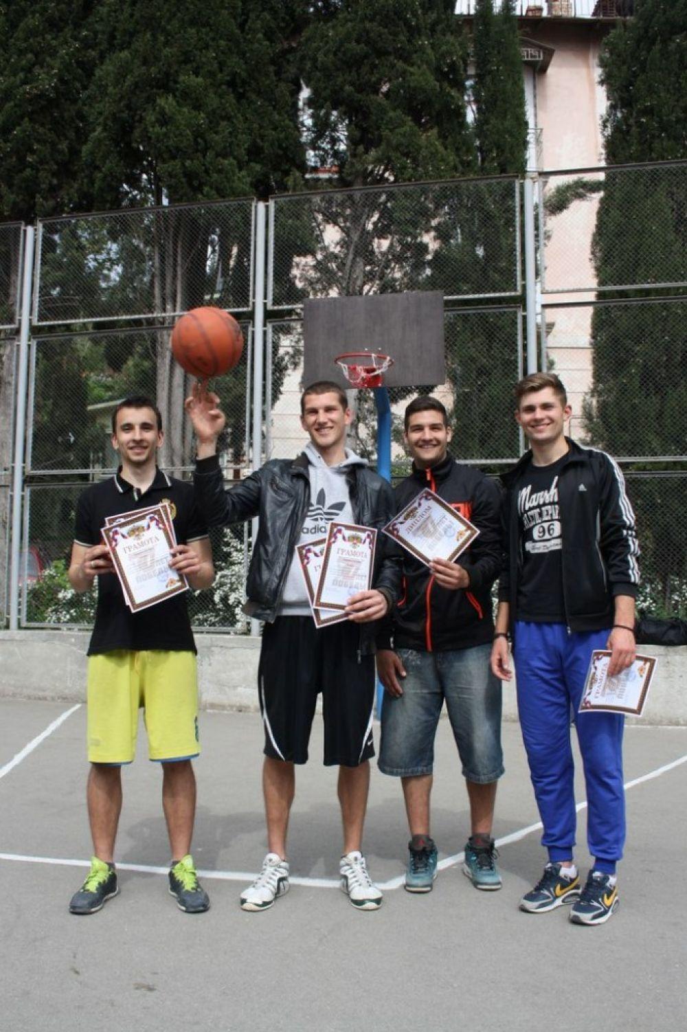 Баскетболисты  из Феодосии заняли призовое место на соревнованияx в Ялте.