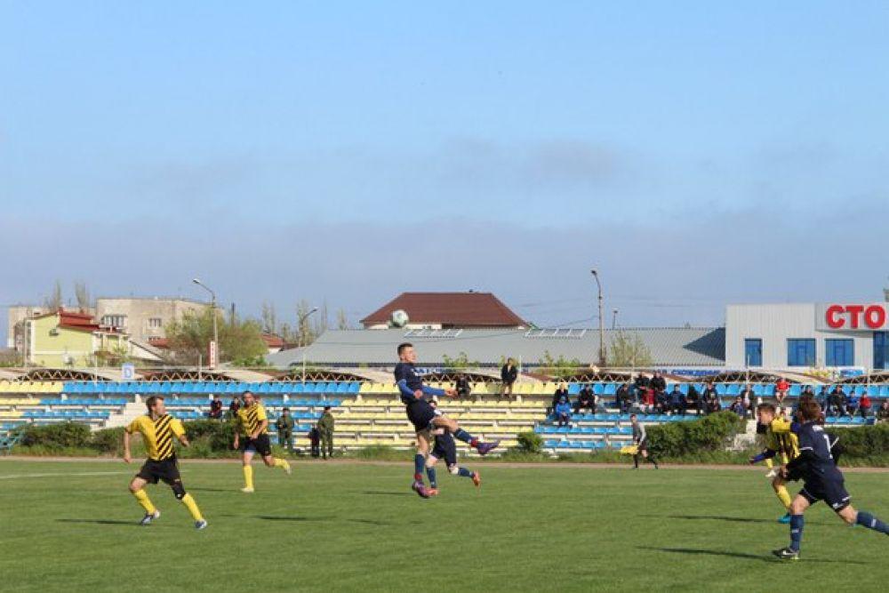 В Феодосии состоится один из решающих матчей республиканского турнира по футболу
