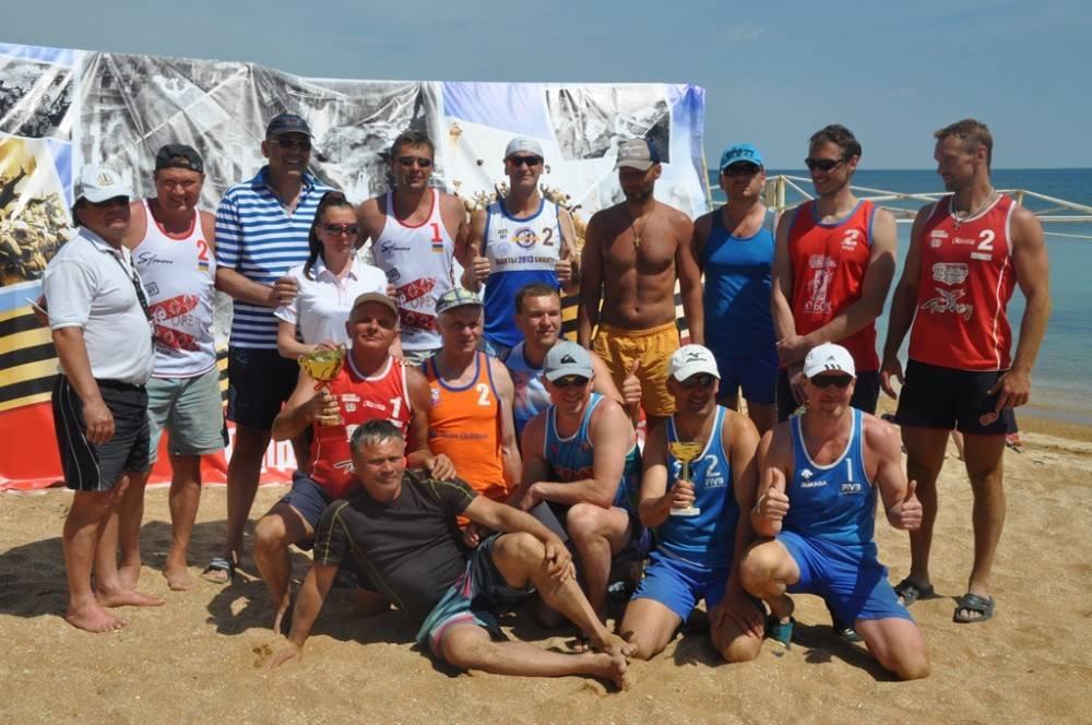 В Феодосии наградили победителей международного турнира по пляжному волейболу
