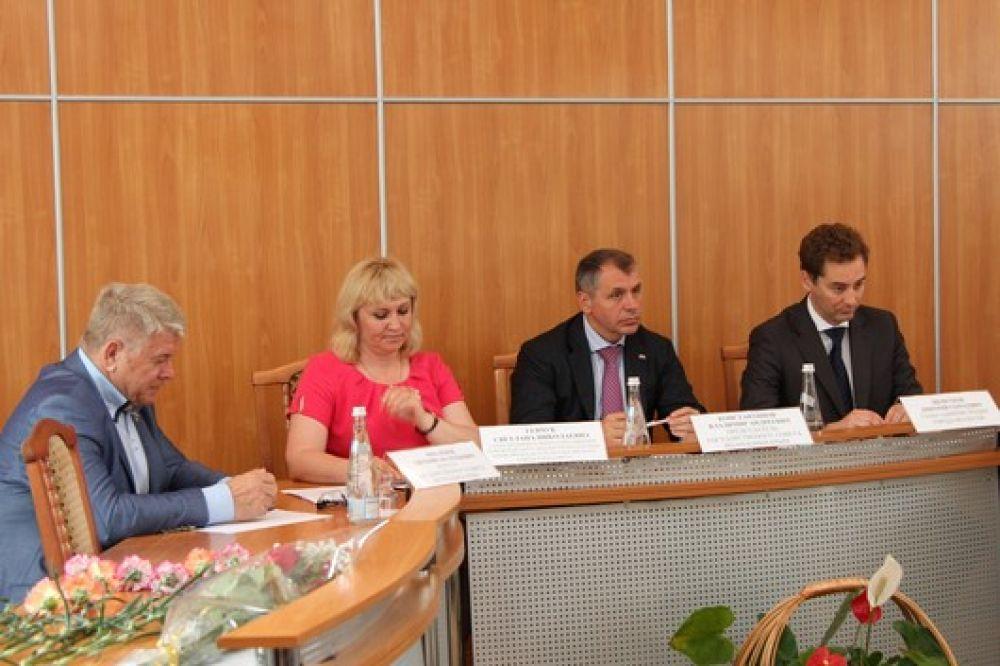 Владимир Константинов предложил привлечь инвесторов для восстановления детских лагерей Феодосии