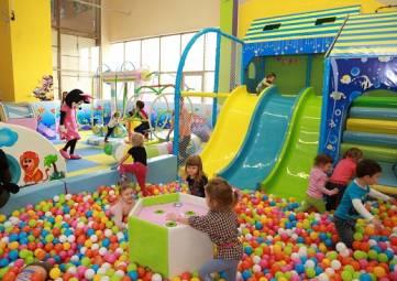 Власти Крыма хотят законодательно запретить размещение детских комнат в ТЦ выше первого этажа