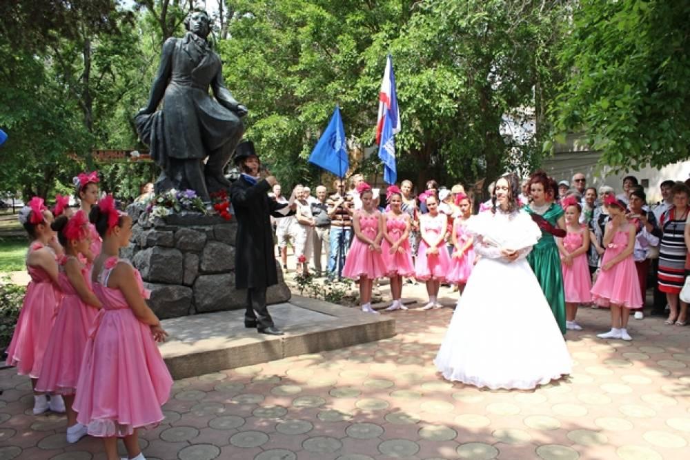 Феодосийцы отметили день рождения Пушкина