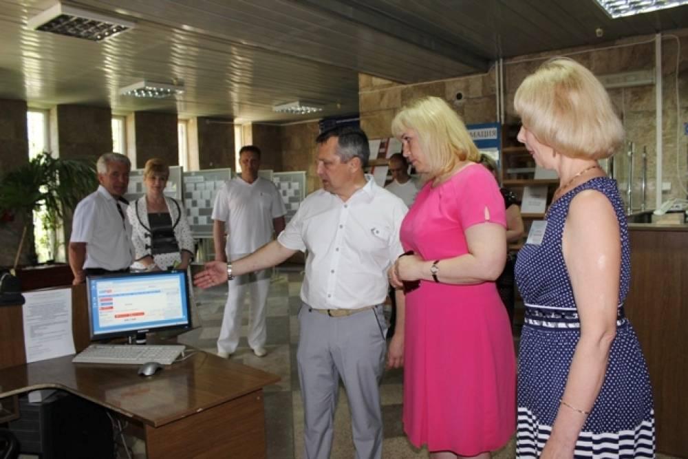 Глава муниципального округа поздравила работников социальной сферы