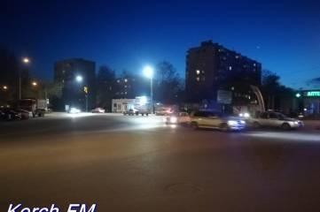 В сумерках велосипедист угодил под колеса на дороге в Керчи
