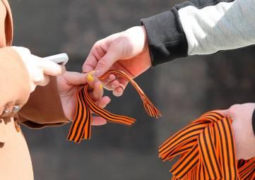 Крымские волонтеры раздадут 150 тысяч георгиевских ленточек до 9 мая