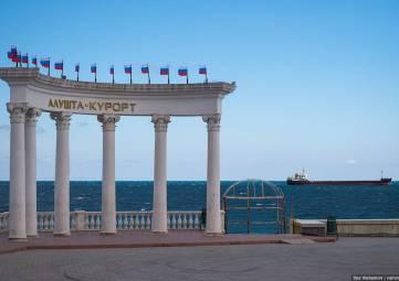 Администрация Алушты откроет к лету большую пешеходную зону у моря