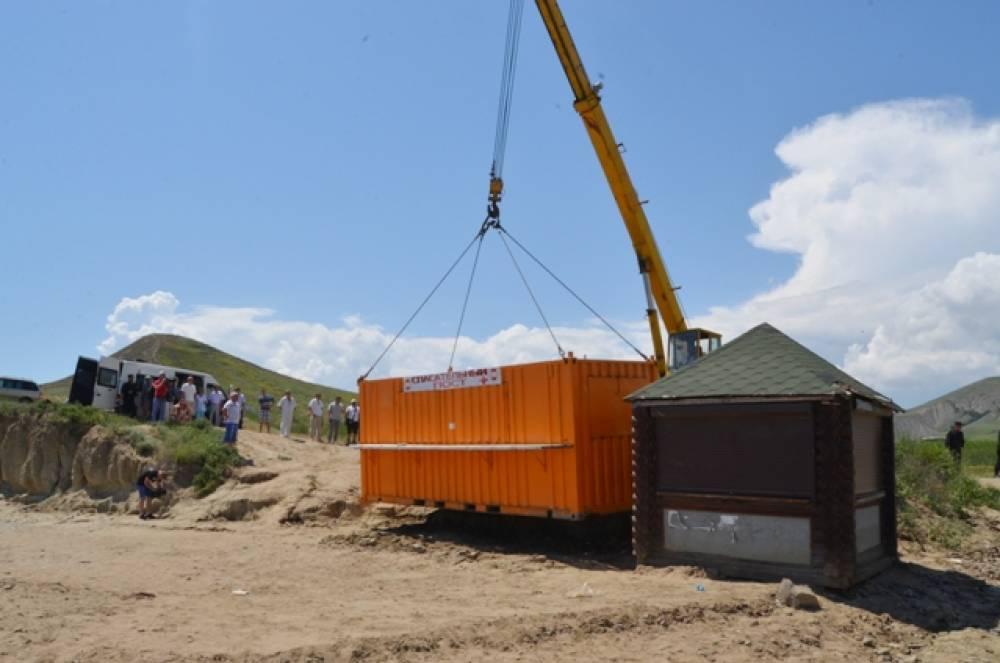 В Феодосии сносят незаконные конструкции