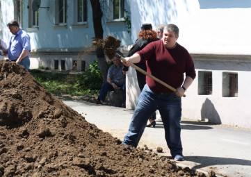 Депутаты озеленяют город