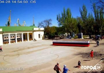 В Феодосии  готовятся к Первомаю (фотофакт)
