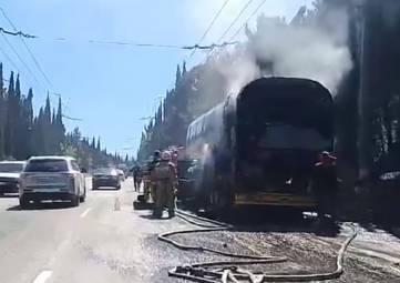 На трассе Симферополь-Алушта сгорел двухэтажный автобус