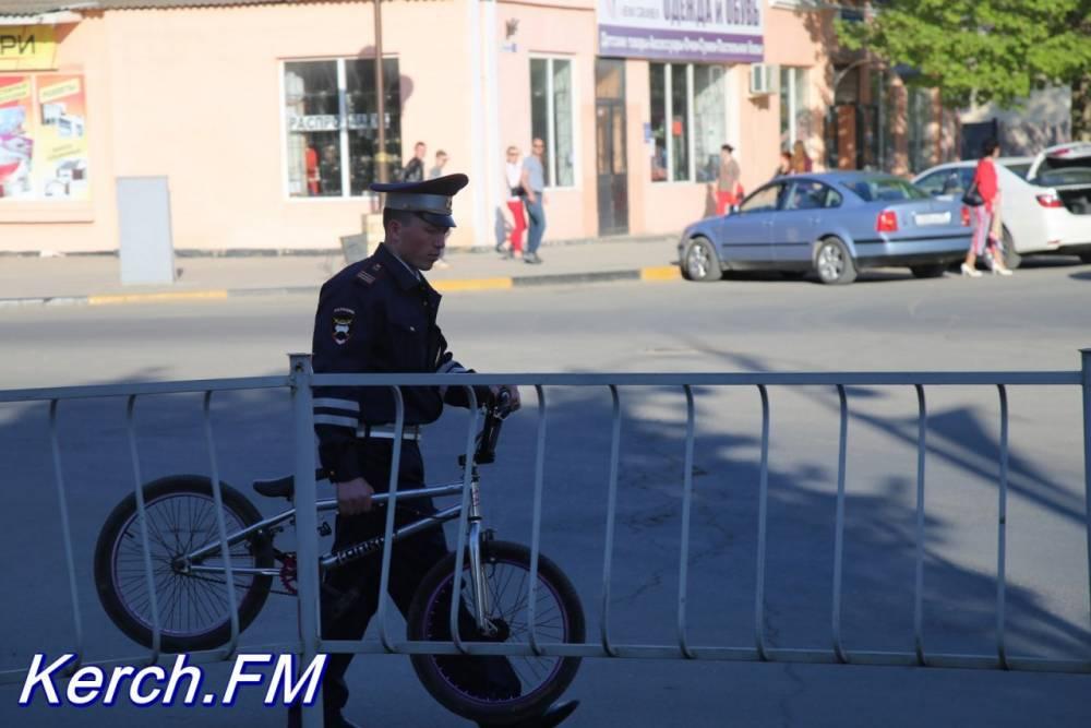 На пешеходном переходе в Керчи автомобиль сбил подростка на велосипеде