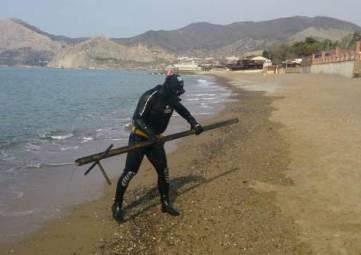 Водолазы уже очистили акваторию почти 80 пляжей в Крыму