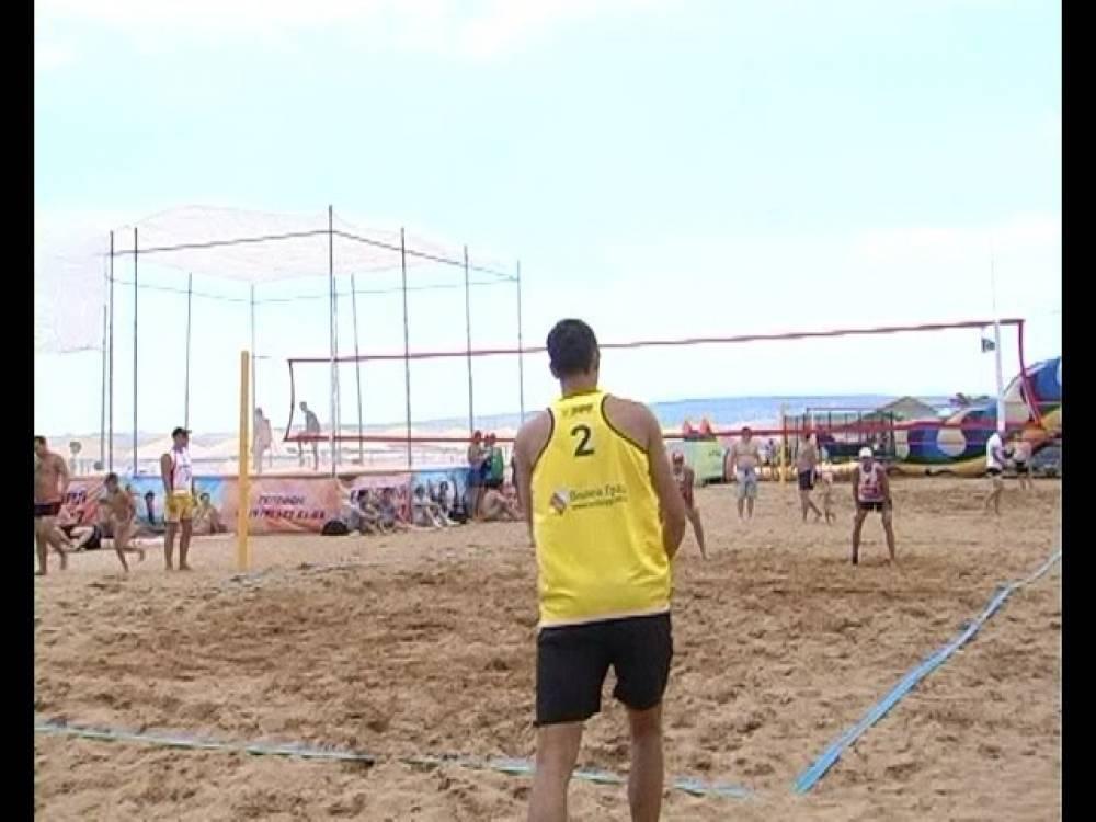 Более 20 команд из разных городов приняли участие в феодосийском первенстве по пляжному волейболу