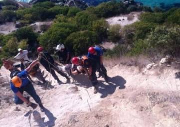 Спасатели оказали в горах над Ялтой помощь сорвавшейся со скал туристке