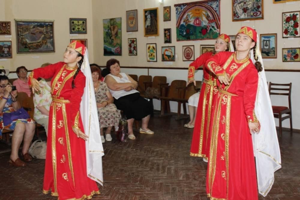 Флешмоб на день крымско-татарского флага