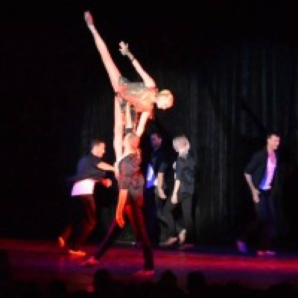 Анастасия Волочкова дала благотворительный концерт на сцене феодосийского зала «Звездный»