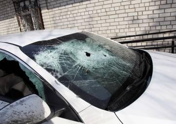 Феодосиец камнем разбил машину