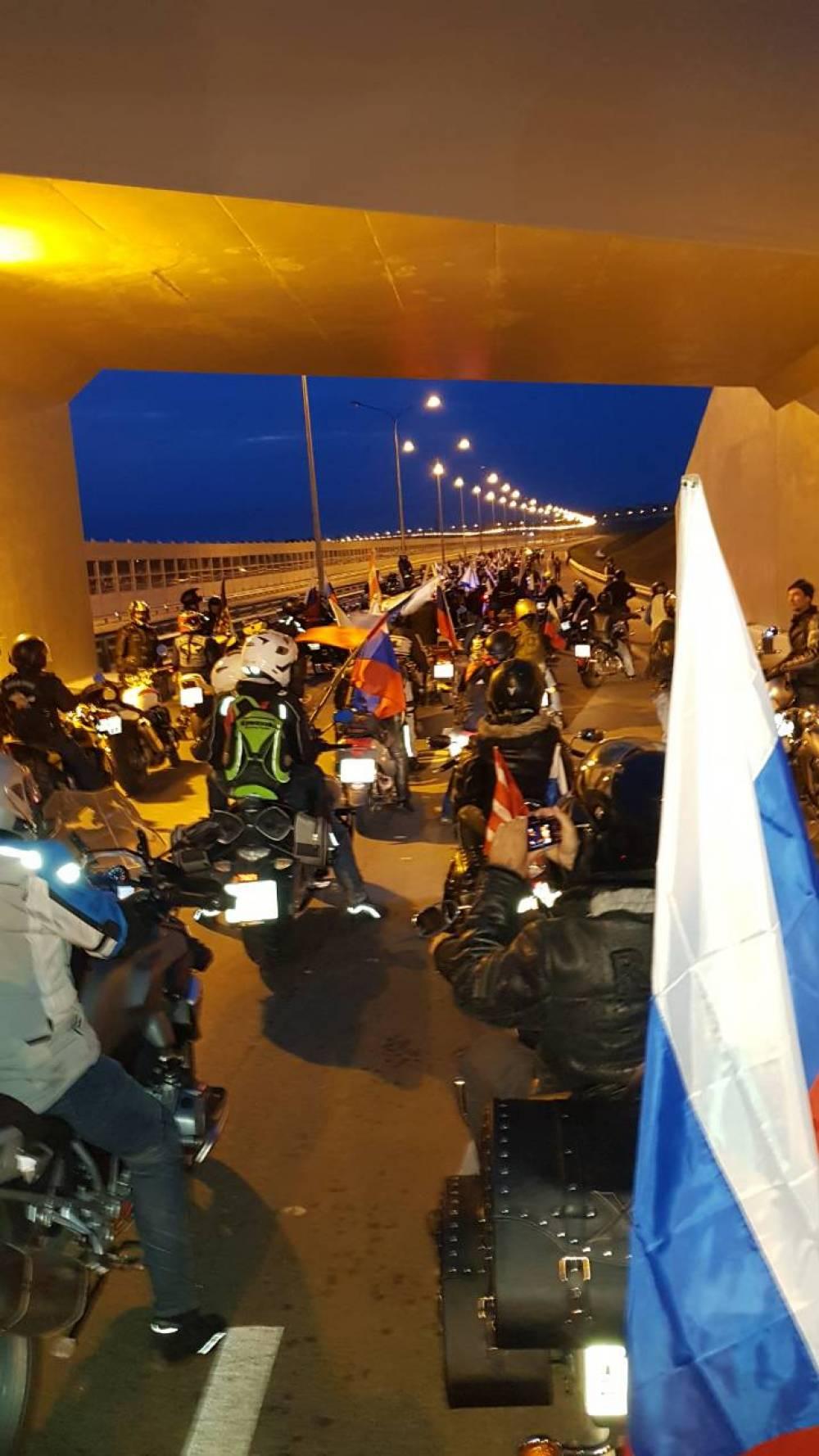 Феодосиец проехал по Крымскому мосту