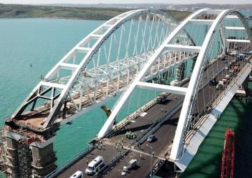 Первые эвакуации автомобилей с Крымского моста