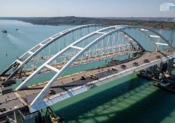 В Никитском ботсаду откроют художественную выставку, посвящённую Крымскому мосту