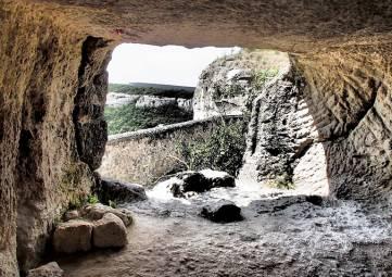 Тюменские исследователи отправятся в Крым для изучения древних пещерных городов