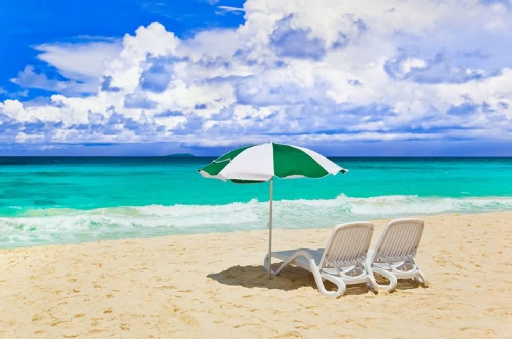 Феодосийские пляжи оборудуют бесплатными лежаками для ветеранов и инвалидов