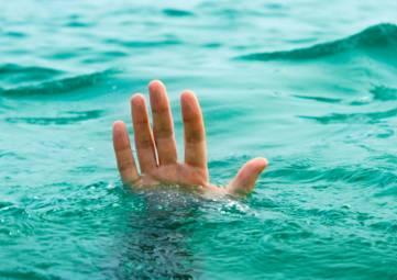 В Крыму жителя Санкт-Петербурга унесло на лодке в море