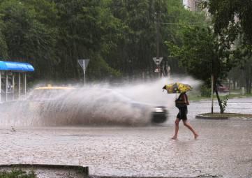 Спасатели предупредили о сильных ливнях и грозах в Крыму