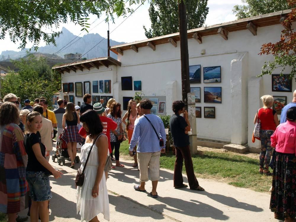 """С 20 июля в Коктебеле заработает новая художественная галерея ПОДЗАБОРНИКИ – в самом центре бывшего """"литфондовского"""" парка."""