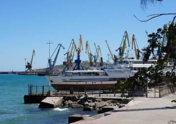 Перевалка цемента в феодосийском порту будет?