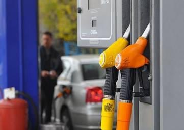 ФАС заподозрила нефтяные компании в стимулировании роста цен на бензин в России