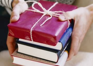 Феодосийцы подарят книги