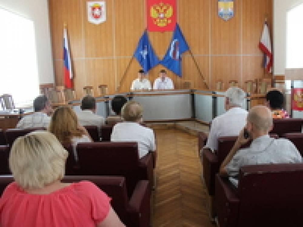 Феодосийцам рассказали о новшествах в сфере жилищно-коммунальных услуг
