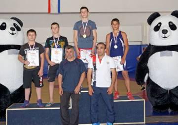 Юные борцы греко-римского стиля соревновались в алуштинском спортклубе «Барс»