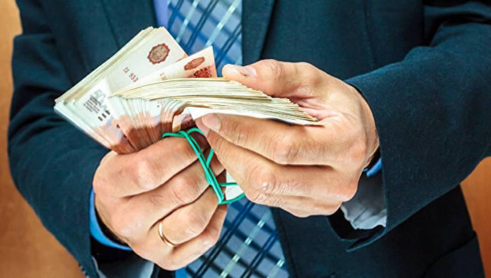 Двух экс-сотрудников ГИБДД будут судить за взятку